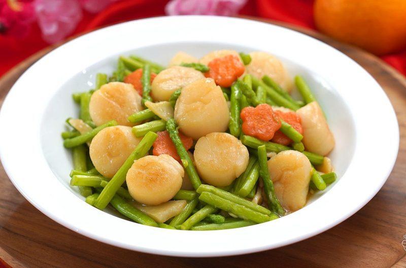 Stir-Fried Asparagus with Scallop 芦笋炒带子
