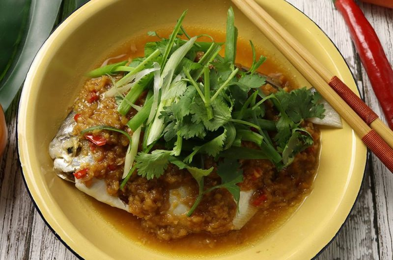 Steamed White Pomfret with Minced Bean Paste 酱蒸白鲳鱼