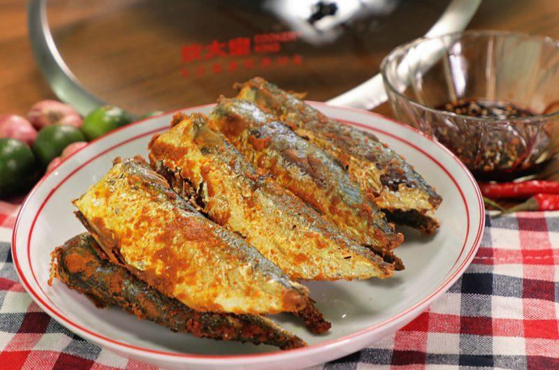 Deep-Fried Ikan Kembung with Turmeric Powder 黄姜粉炸甘榜鱼