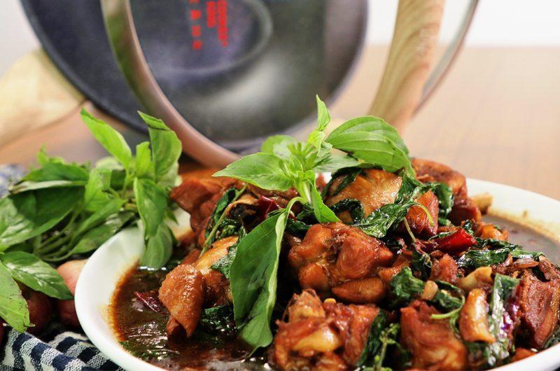 Stir-Fried Chicken with Basil 九层塔炒鸡