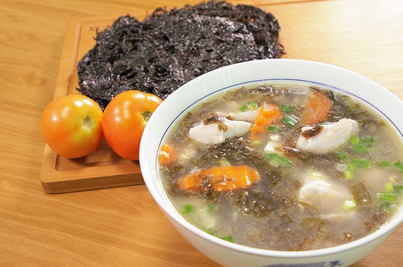 Seaweed Soup with Fish Paste 滚紫菜鱼滑汤
