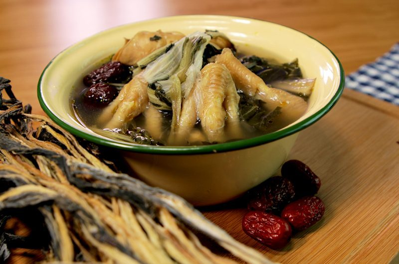 Dried Bok Choy Soup with Chicken Feet 白菜干鸡脚汤