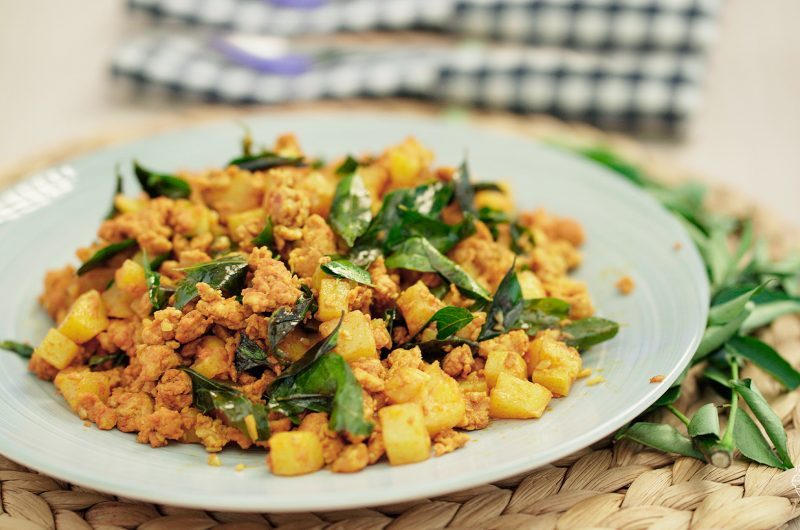 Fried Potato & Minced Chicken with Curry Powder 咖喱粉鸡肉末炒马铃薯