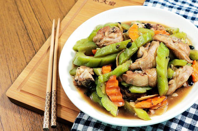 Braised Chicken with Bitter Gourd  苦瓜焖鸡