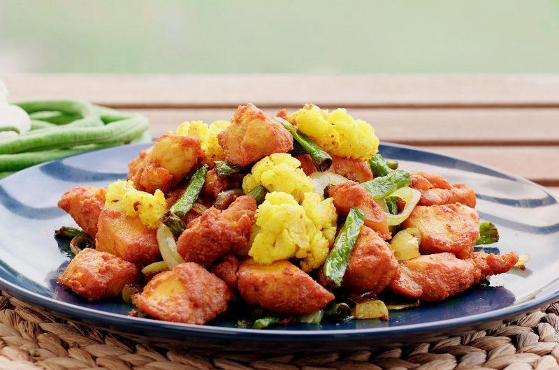 Ayam Goreng Kunyit 黄姜粉炸鸡丁杂菜