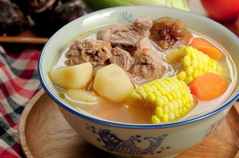 Pork Ribs Soup with Water Chestnut & Corn 马蹄玉米排骨汤